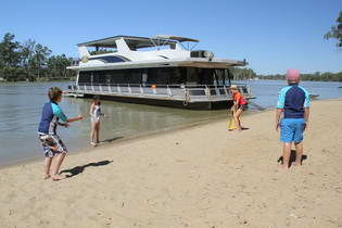 Mildura Houseboats for families and groups