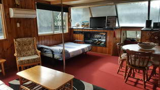 Colo River Houseboat interior